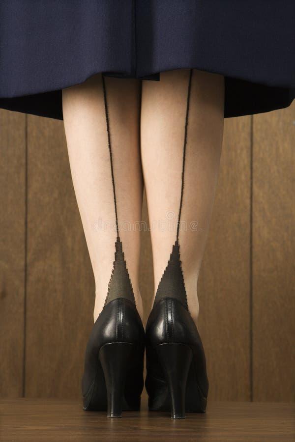 Schot van vrouw in rok stock afbeelding