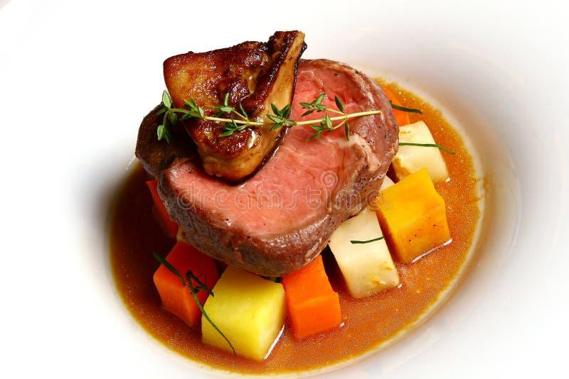 Schotel met vlees en groenten stock foto's