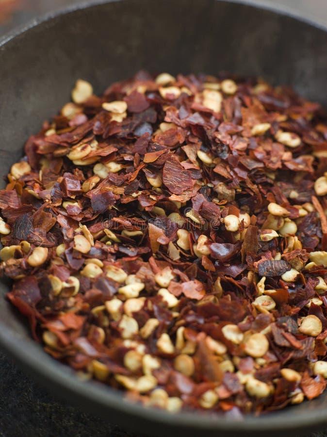 Schotel van de Droge Vlokken van de Spaanse peper stock afbeeldingen