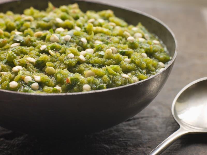 Schotel van de Groene Kerrie van Spaanse pepers stock foto's