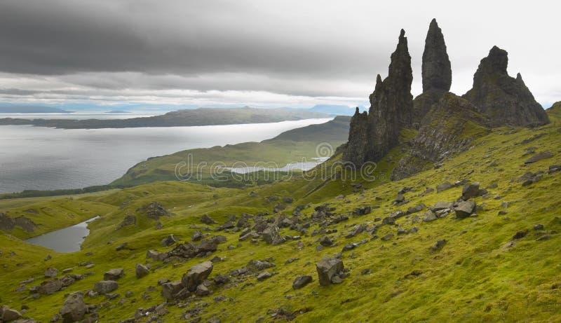 Schots basaltachtig landschap in Skye-eiland Oude Mens van Storr royalty-vrije stock afbeelding
