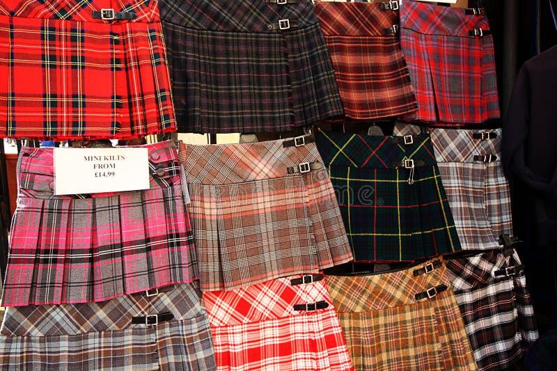 Schotse kilten op vertoning buiten de winkel royalty-vrije stock foto