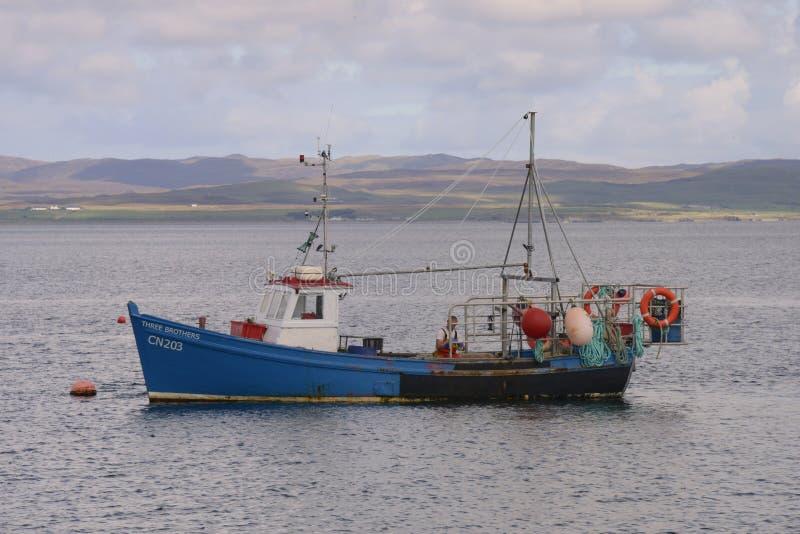 Schotse vissersboot stock foto