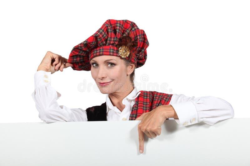 Schotse vrouw in traditioneel kostuum royalty-vrije stock afbeelding