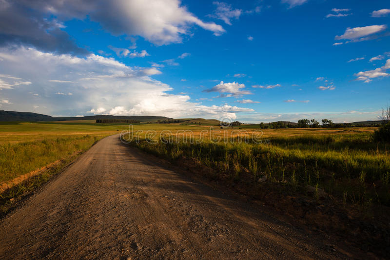 Schotterweg-Farben-Landschaft stockfoto