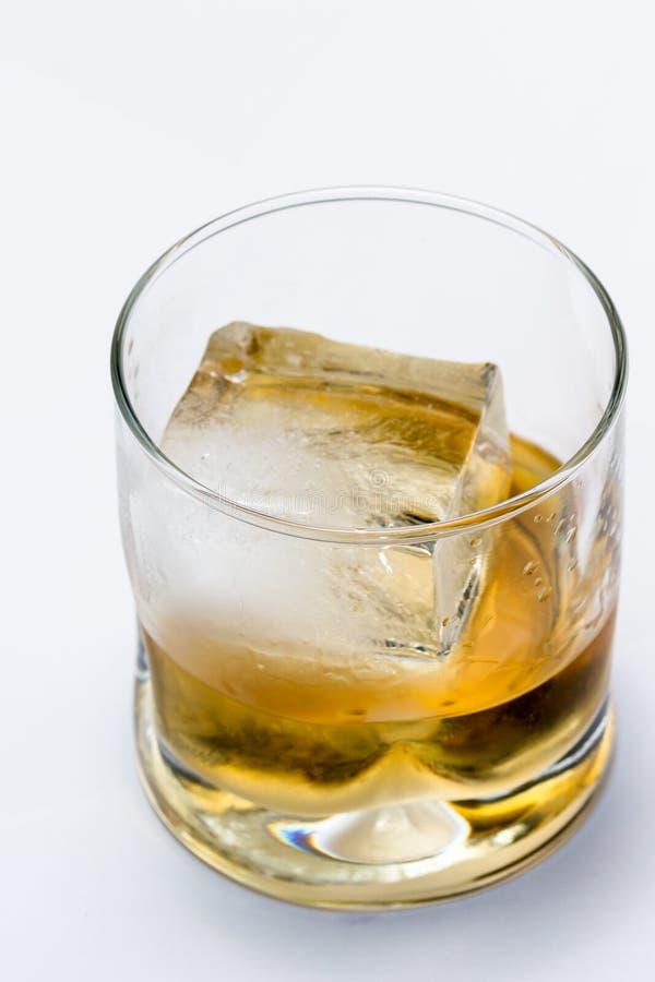 Download Schottisches Gedient Auf Den Felsen Stockbild - Bild von golden, alkoholiker: 96931015