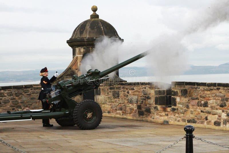 Schottland, Edinburgh, Gewehr mit einen Uhr lizenzfreies stockbild