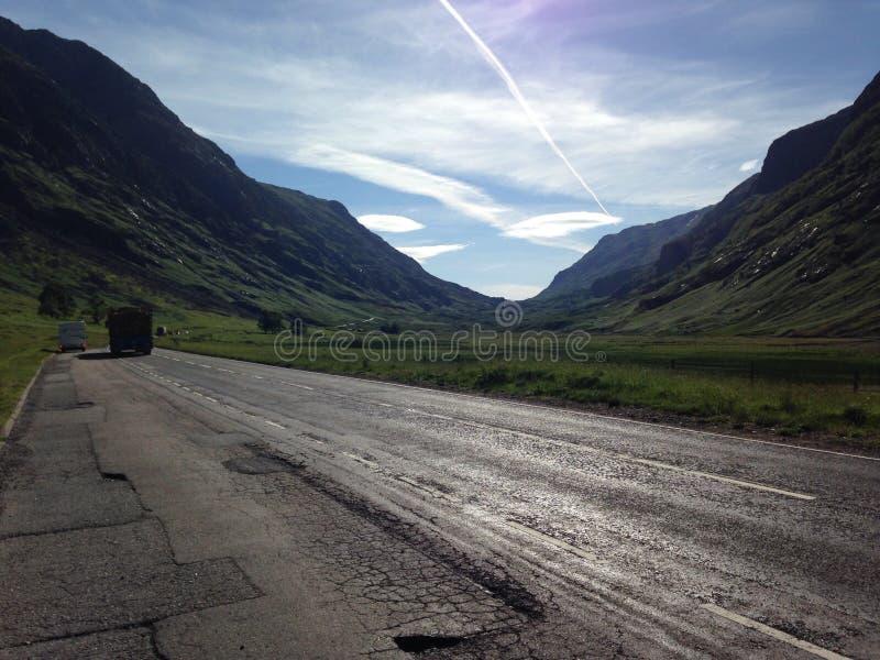 Schottlands Straßen im Sommer lizenzfreie stockbilder