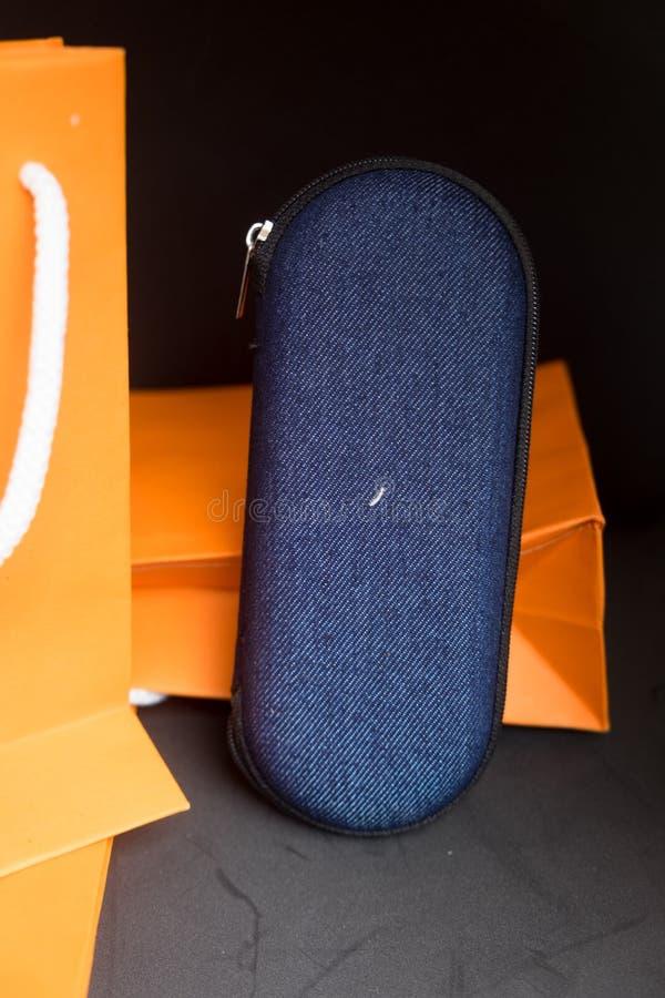 Schouwspel blauw geval stock foto