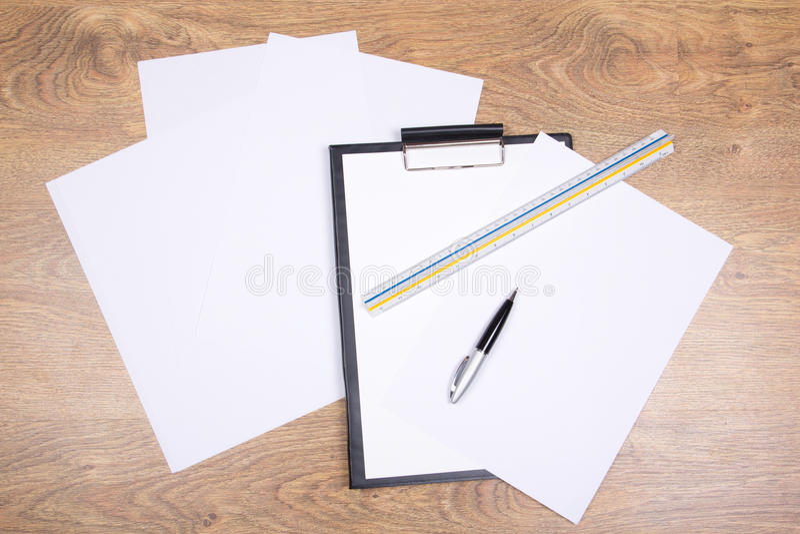 Schowek, pióro, straightedge i papier, fotografia royalty free