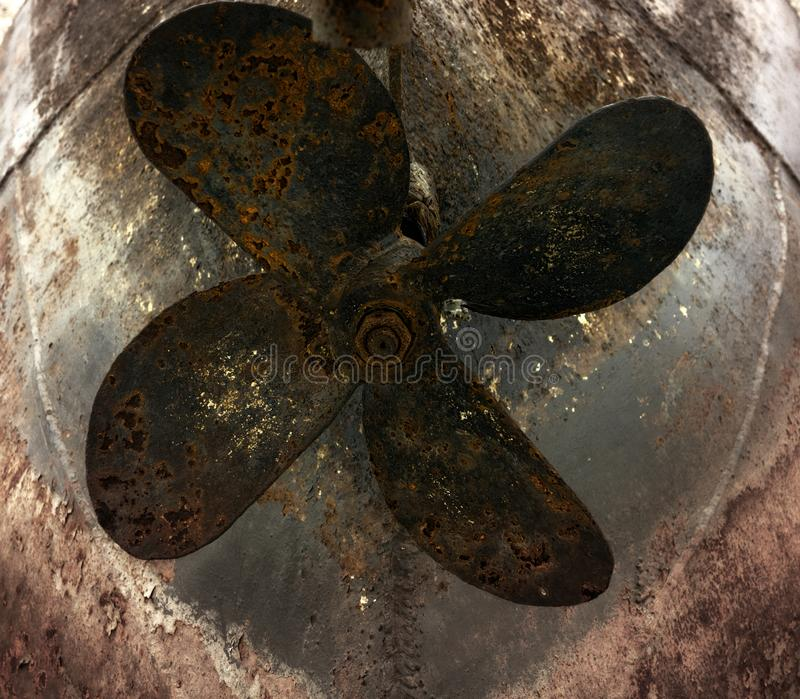 Schraube rostig vom alten Eisenboot stockfoto