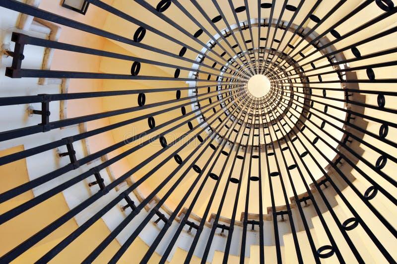 Schraubenartiger Treppepunkt lizenzfreie stockbilder