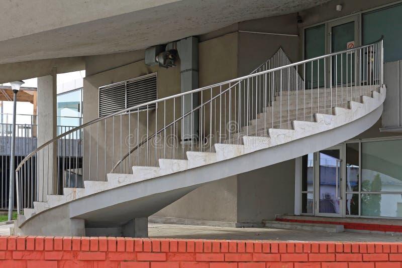 Schraubenartiges Treppenhaus lizenzfreies stockbild