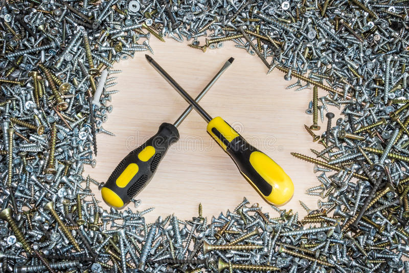 Schraubenzieher und Schrauben, die Zusammensetzung des Baus, Reparatur lizenzfreie stockbilder