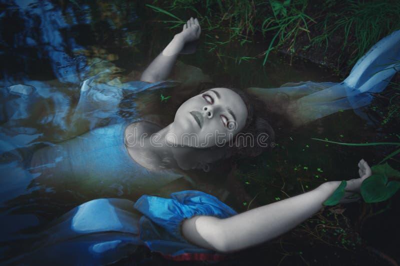 Schreckliche tote Geistfrau lizenzfreies stockfoto