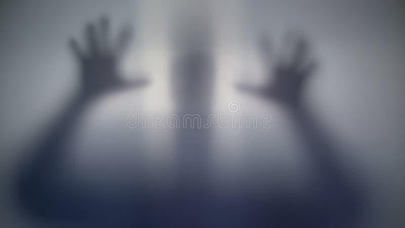 Schreckliches Schattenbild hinter Film, furchtsamer übernatürlicher Ausländer, merkwürdiges Geschöpf stockfotos