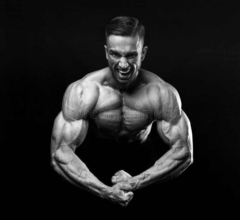 Schreeuw van woede in de bodybuilder tijdens opleiding royalty-vrije stock afbeelding