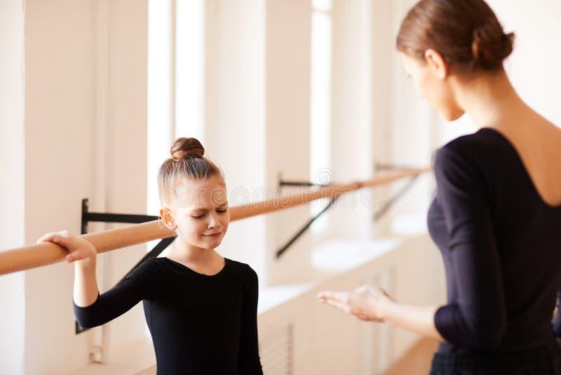 Schreeuwend Meisje in Balletklasse royalty-vrije stock foto