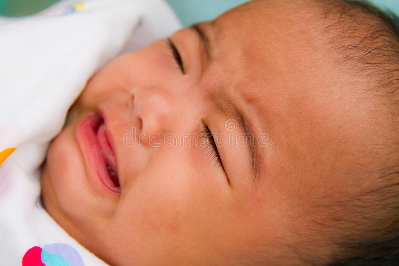 Schreeuwende Aziatische baby royalty-vrije stock afbeeldingen