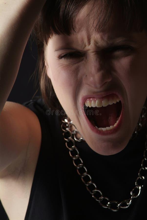 Schreeuwende jonge vrouw stock foto