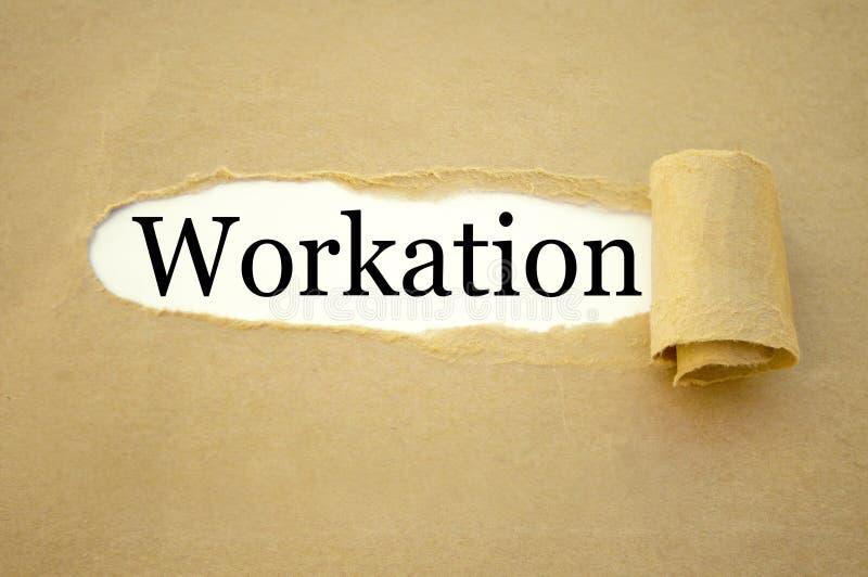 Schreibarbeit mit workation lizenzfreies stockfoto
