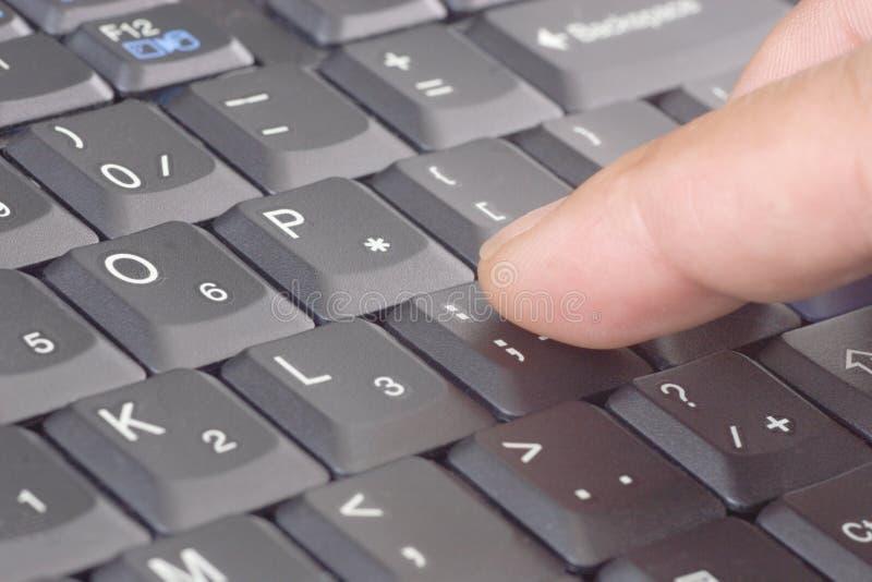 Schreiben auf Tastatur lizenzfreie stockbilder