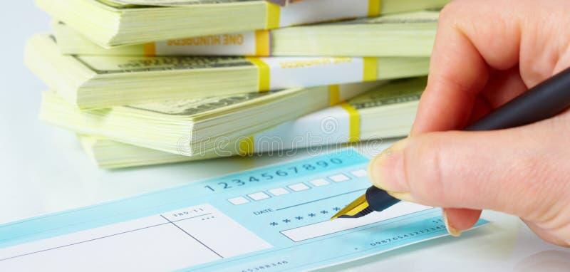 Schreiben der Checks lizenzfreies stockfoto