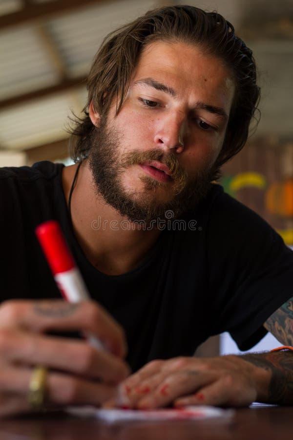 Download Schreiben Des Jungen Mannes Stockbild - Bild von lernen, farbe: 27731095