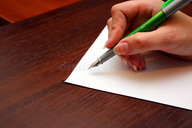 Schreiben eines Briefes stockfoto
