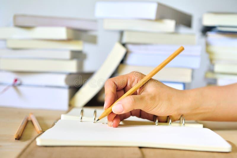 Schreiben Sie auf das Buch stockbilder