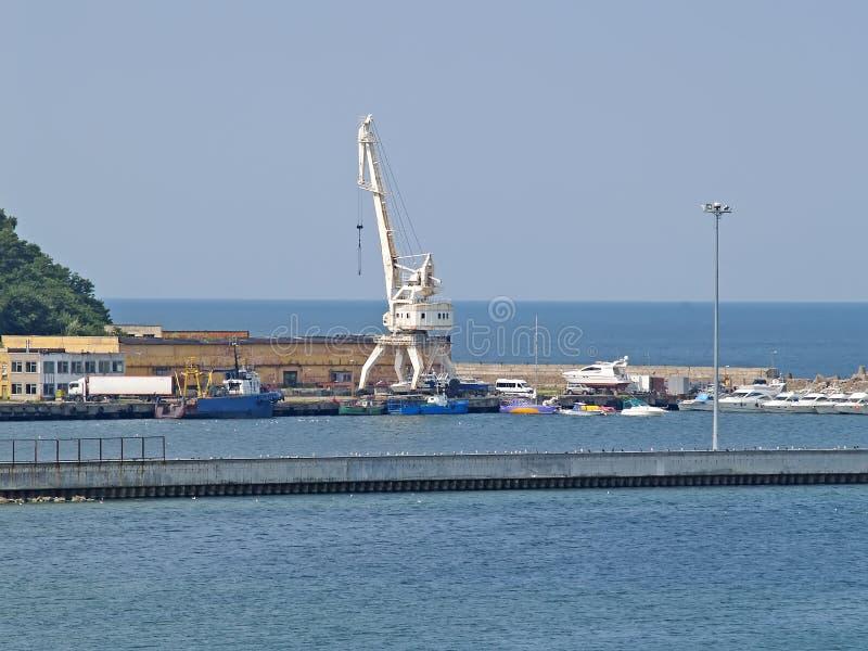 Schreiben Sie auf dem Seefischhafen Stadt-Pionier, Kaliningrad-Region lizenzfreie stockbilder