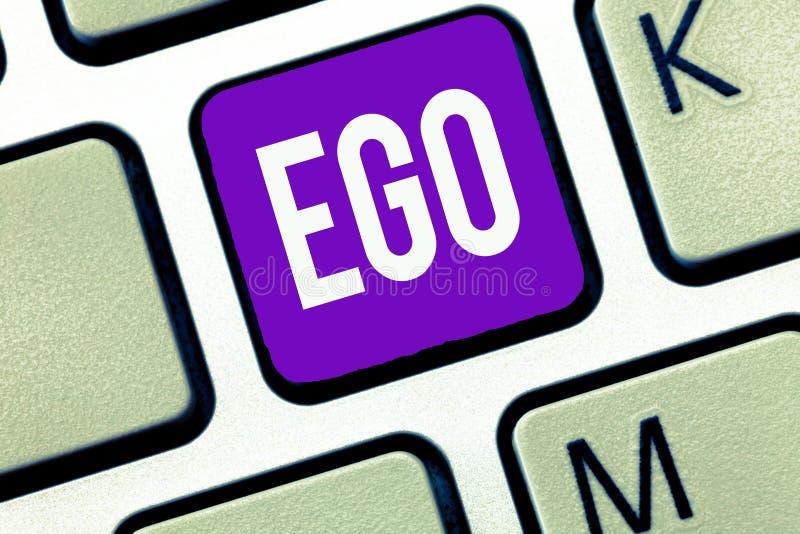 Schreibensanmerkung, die Ego zeigt Geschäftsfoto Präsentationsrichtung von Selbstachtung selfworth einer bewussten denkenden Ange lizenzfreie stockbilder