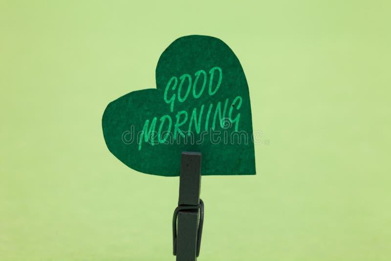 Schreibensanmerkung, die guten Morgen zeigt Das Geschäftsfoto, das herkömmlichen Ausdruck A bei der Sitzung zur Schau stellen ode lizenzfreie stockfotografie