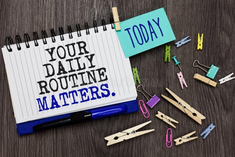 Schreibensanmerkung, die Ihre täglichen Routineangelegenheiten zeigt Die Geschäftsfotopräsentation haben die guten Gewohnheiten,  lizenzfreie stockfotos