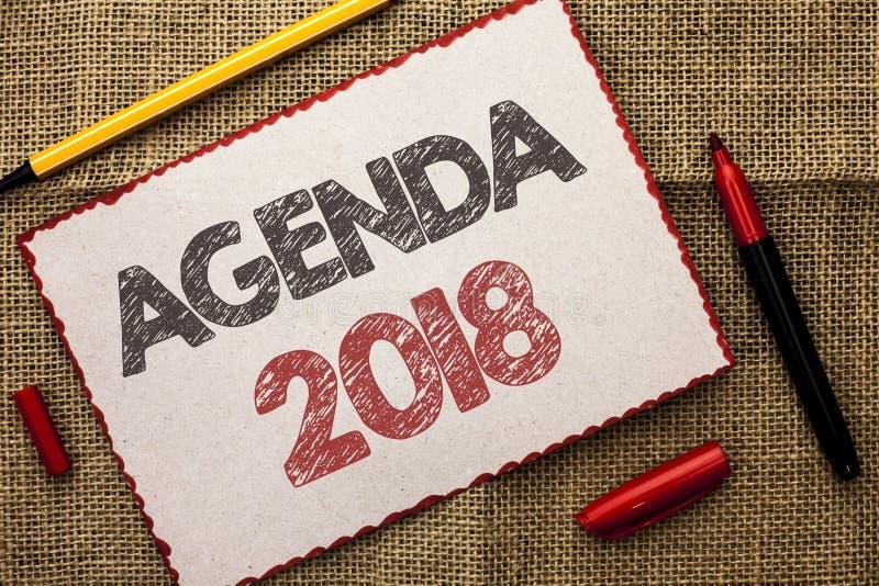 Schreibensanmerkung, die Tagesordnung 2018 zeigt Geschäftsfoto legen Präsentationsstrategie-Planungs-Sachen zukünftige Ziele Orga stockbild