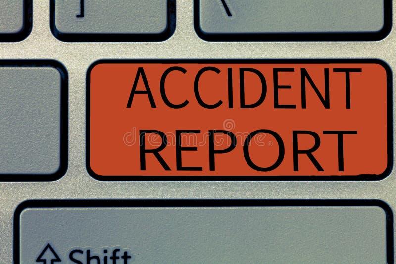 Schreibensanmerkung, die Unfallbericht zeigt Geschäftsfoto, das a-Form zur Schau stellt, die ergänzte Rekorddetails eines ungewöh lizenzfreie stockbilder