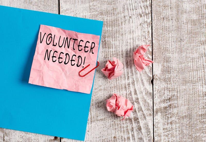 Schreibensanmerkungs-Vertretung Freiwilliger ben?tigt Gesch?ftsfoto, das zur Arbeit au?en demonstrieren um Organisation bitten zu lizenzfreies stockfoto