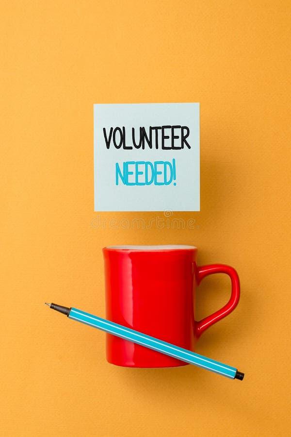 Schreibensanmerkungs-Vertretung Freiwilliger ben?tigt Gesch?ftsfoto, das zur Arbeit au?en demonstrieren um Organisation bitten zu lizenzfreies stockbild