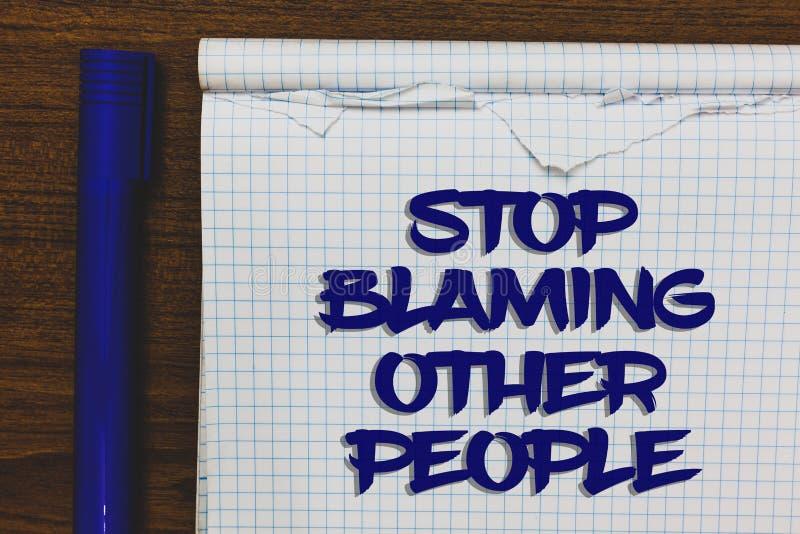 Schreibensanmerkungs-Vertretung Halt, der andere Leute tadelt Die Geschäftsfotopräsentation lassen Entschuldigungen Ihr Störungen lizenzfreie stockfotos