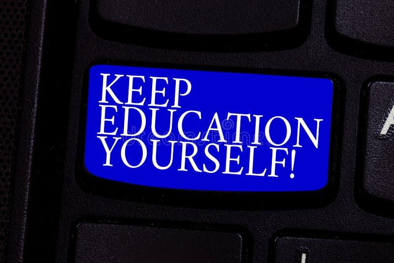 Schreibensanmerkungsvertretung halten Bildung sich Das Geschäftsfoto, das hören zur Schau stellt nie auf, zu lernen, besser zu se lizenzfreie stockbilder