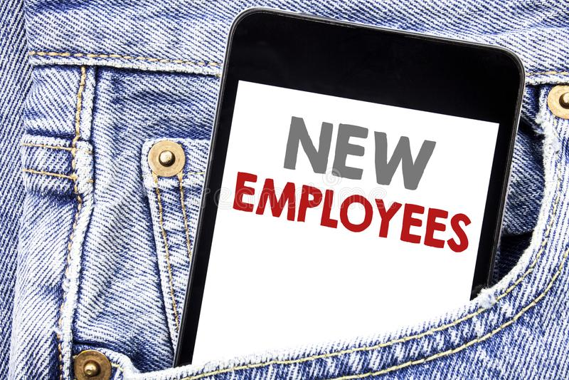 Schreibenstext, der neue Angestellte zeigt Geschäftskonzept für willkommene Staf Rekrutierung geschrieben auf Mobiltelefontelefon stock abbildung