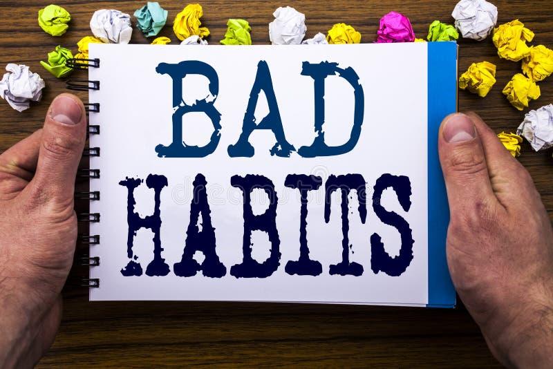 Schreibenstext, der schlechte Gewohnheiten zeigt Geschäftskonzept für Verbesserungs-Bruch Gewohnheits-Hebit geschrieben auf Notiz lizenzfreie stockfotos