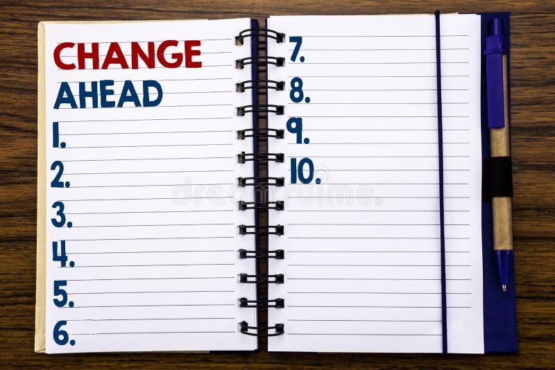 Schreibenstextvertretung Änderungs-voran rotes Wort Geschäftskonzept für die Zukunft-Änderungen geschrieben auf Notizbuchbriefpap lizenzfreie stockfotografie