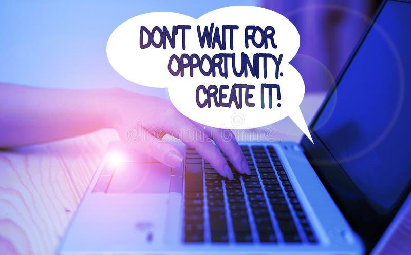Schreibnotiz mit Don't Wait for Opportunity Create it Business-Foto-Showeinlagen arbeiten hart an sich selbst und beginnen stockfotografie