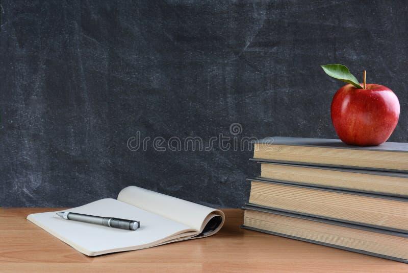Schreibtisch des Lehrers lizenzfreies stockfoto