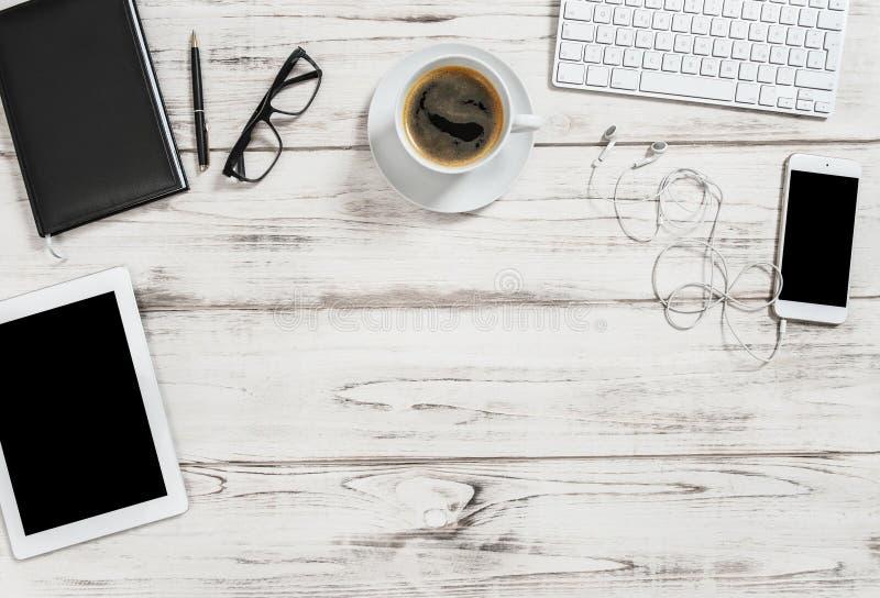 Schreibtischkaffeetabletten-PC-Handy Geschäftshintergrund stockbilder