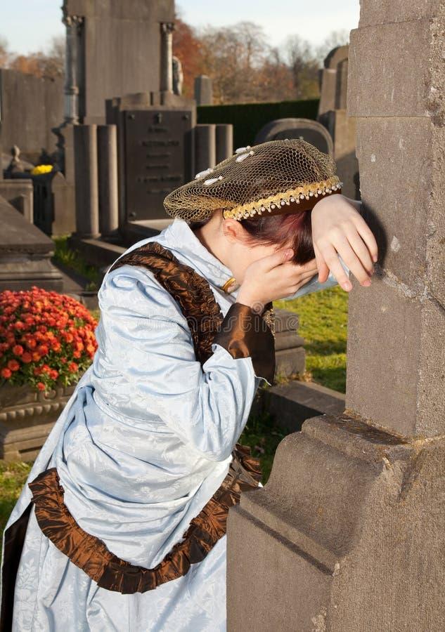Schreien in einem Friedhof stockbilder