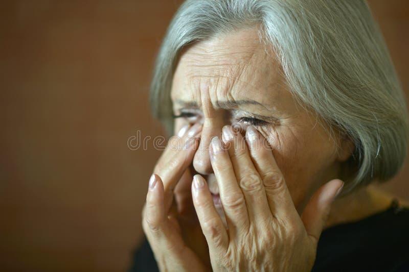Schreiende ältere Frau stockfotografie