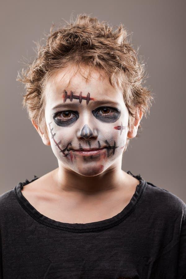 Schreiender gehender toter Zombiekinderjunge stockbild