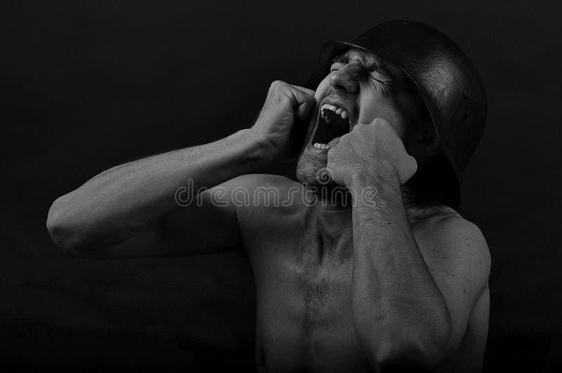 Schreiender Soldat - drastische 2 lizenzfreie stockfotografie